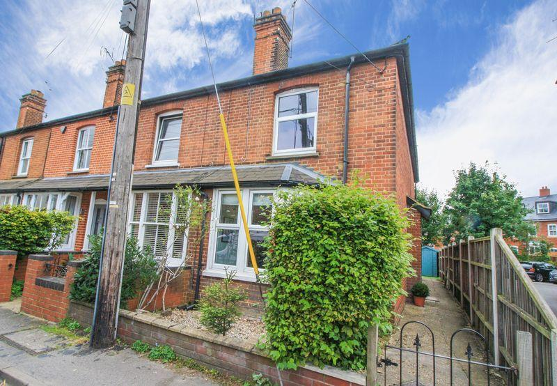 2 Bedrooms End Of Terrace House for sale in Central Marlow