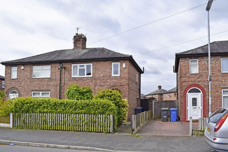 3 Bedrooms Semi Detached House for sale in Whitley Avenue, Latchford, Warrington