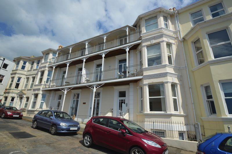 2 Bedrooms Apartment Flat for sale in VENTNOR