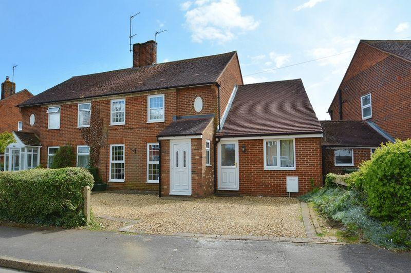 4 Bedrooms Semi Detached House for sale in Churchill Crescent, Thame