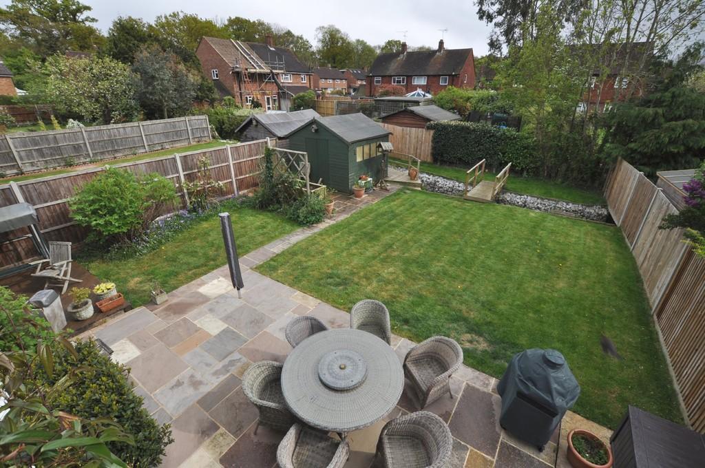 5 Bedrooms Link Detached House for sale in Great Oaks Park, Guildford