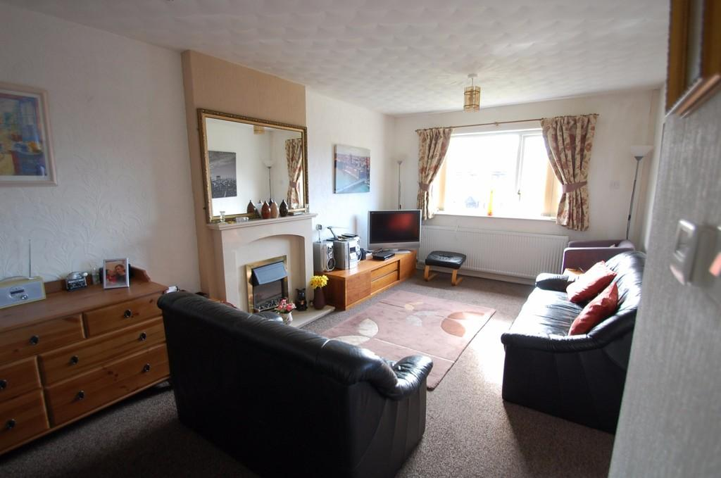 2 Bedrooms Bungalow for sale in St. Oswalds Close, Knuzden, Blackburn