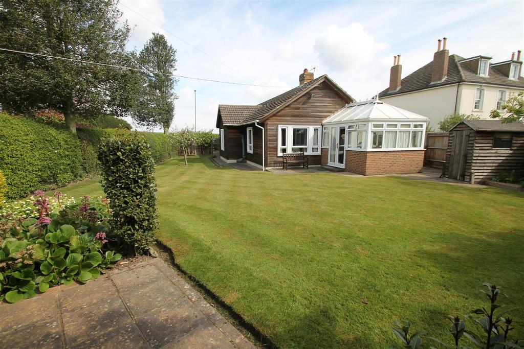 3 Bedrooms Bungalow for sale in Heath Road, Linton,