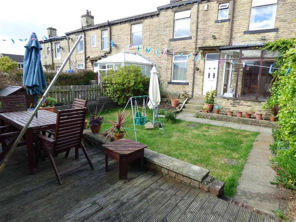 3 Bedrooms End Of Terrace House for sale in East Croft, Wyke, Bradford
