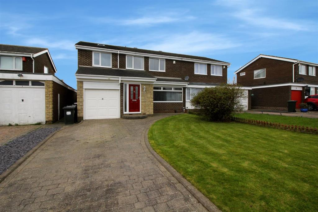 4 Bedrooms Semi Detached House for sale in Moffat Close, North Shields