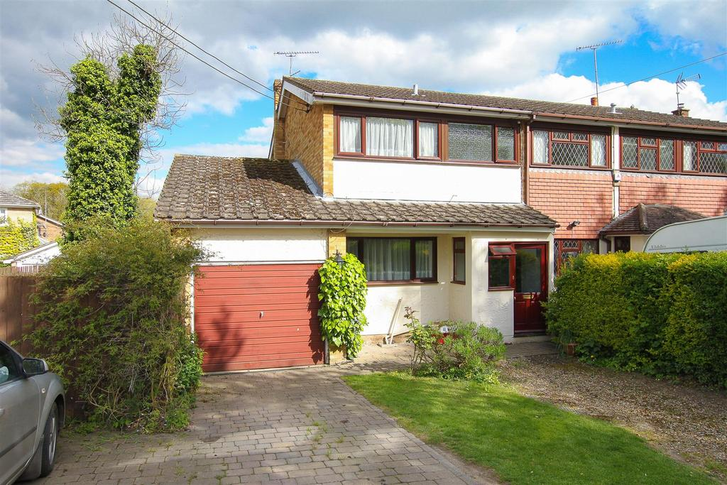 4 Bedrooms Semi Detached House for sale in Hook End