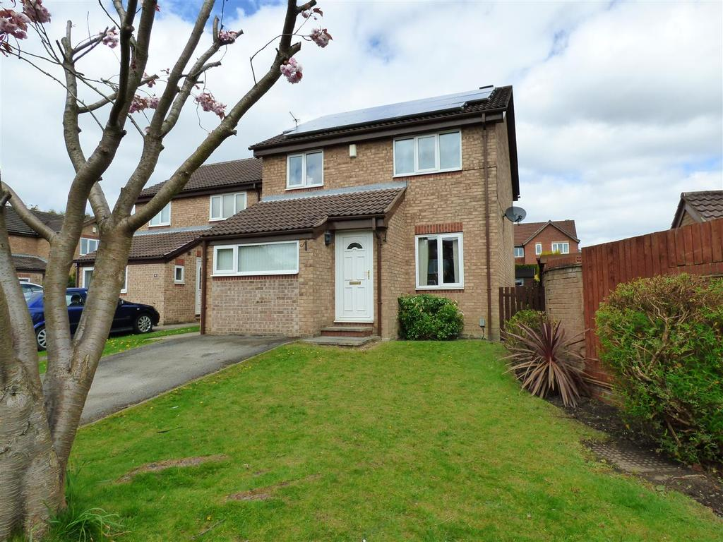 4 Bedrooms Detached House for sale in Edrich Close, Low Moor, Bradford
