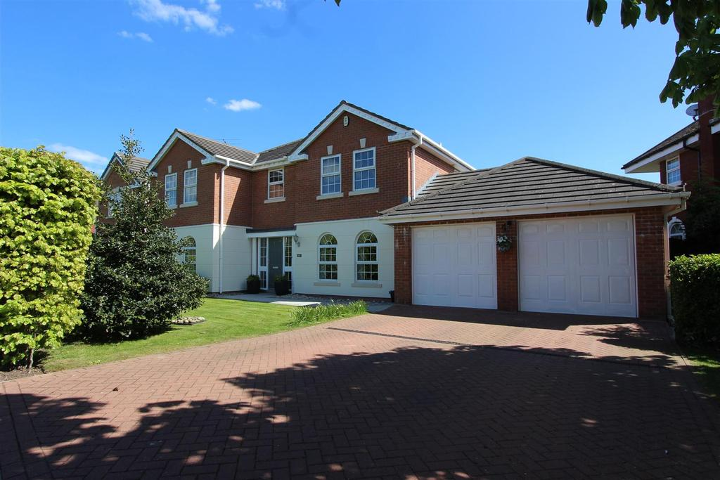 5 Bedrooms Detached House for sale in Dunlin Drive, Lytham