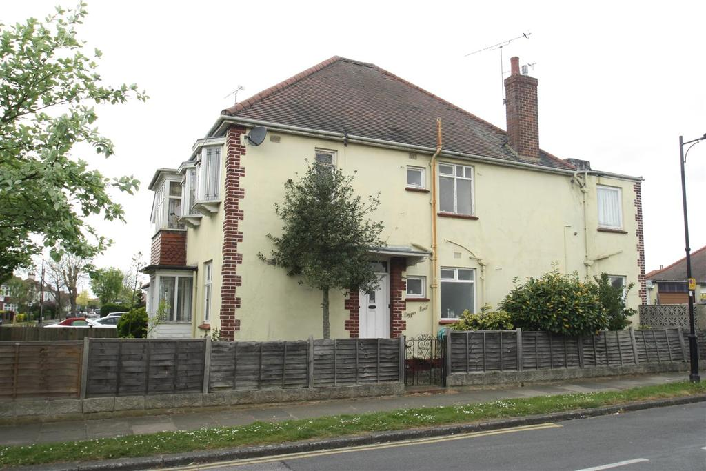 5 Bedrooms Detached House for sale in Western Road, Leigh-On-Sea