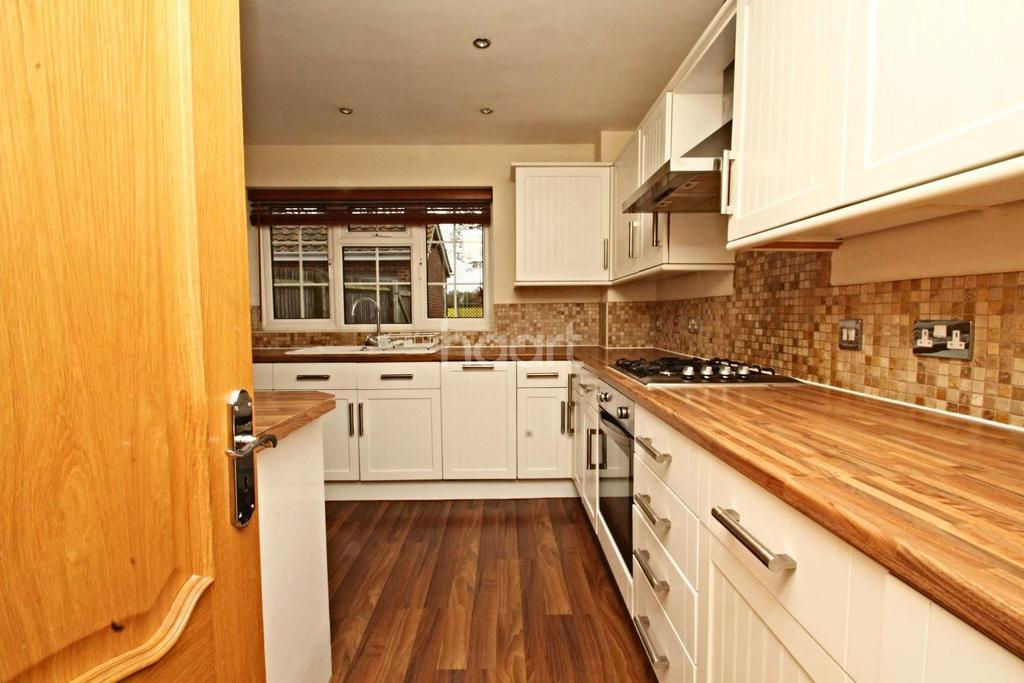4 Bedrooms Detached House for sale in Earlsmead Crescent, Cliffsend, CT12