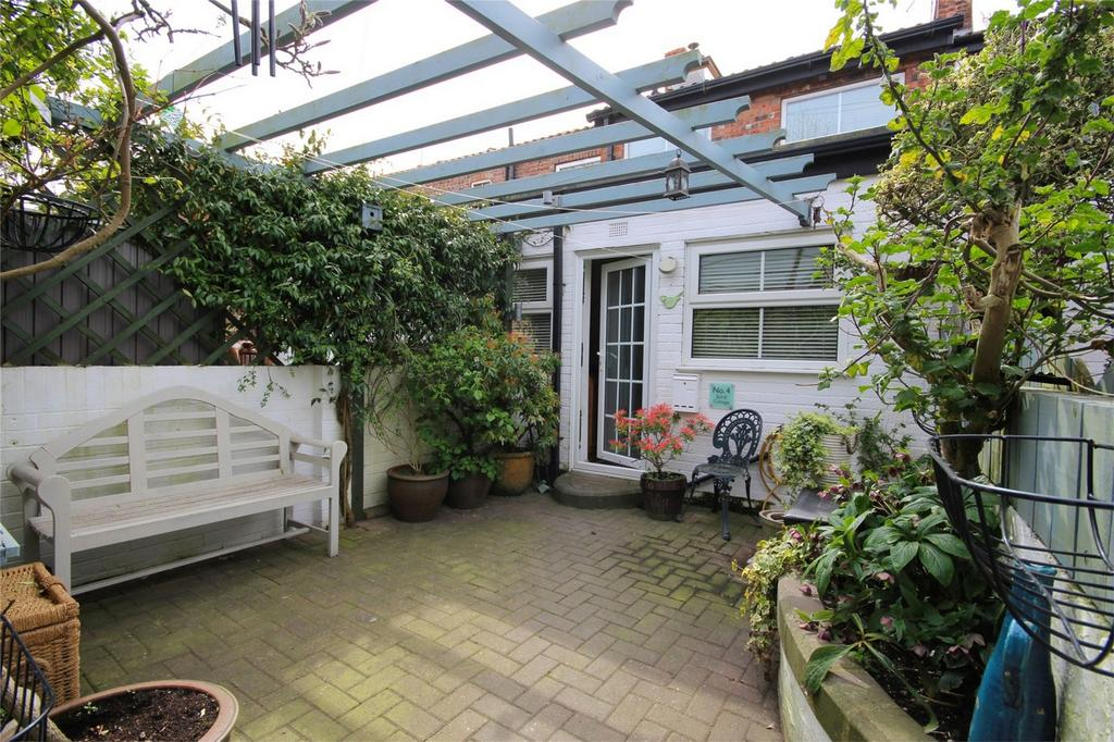 2 Bedrooms Terraced House for sale in Chapel Row, Thearne, East Riding of Yorkshire