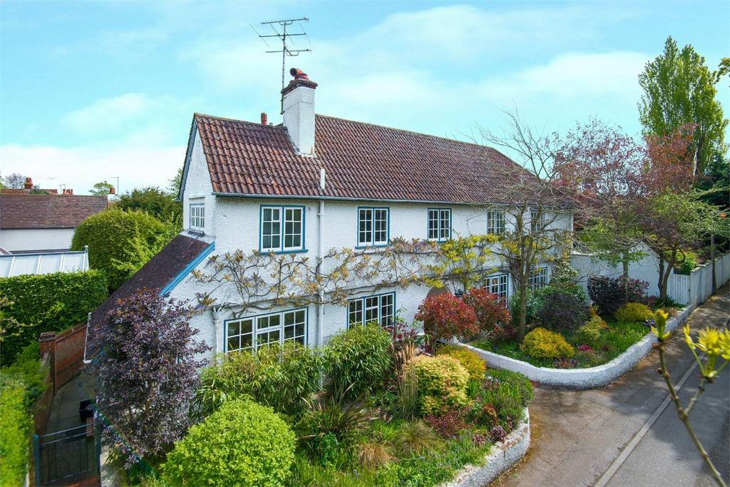 4 Bedrooms Detached House for sale in Barrington Road, Letchworth, Herts