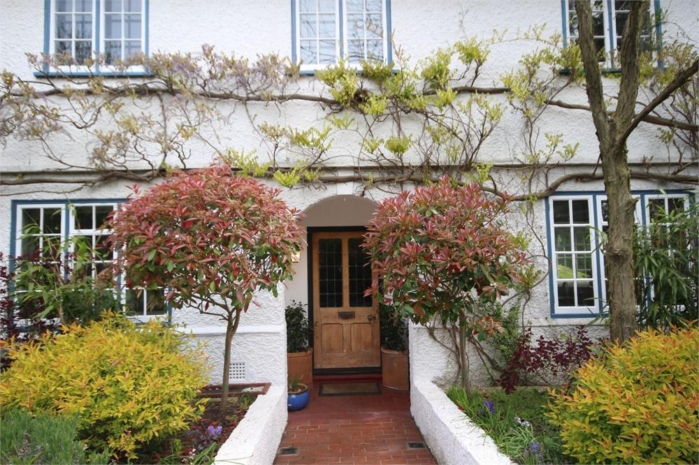 Barrington road letchworth herts 4 bed detached house for sale 1 295 000 for Letchworth swimming pool prices