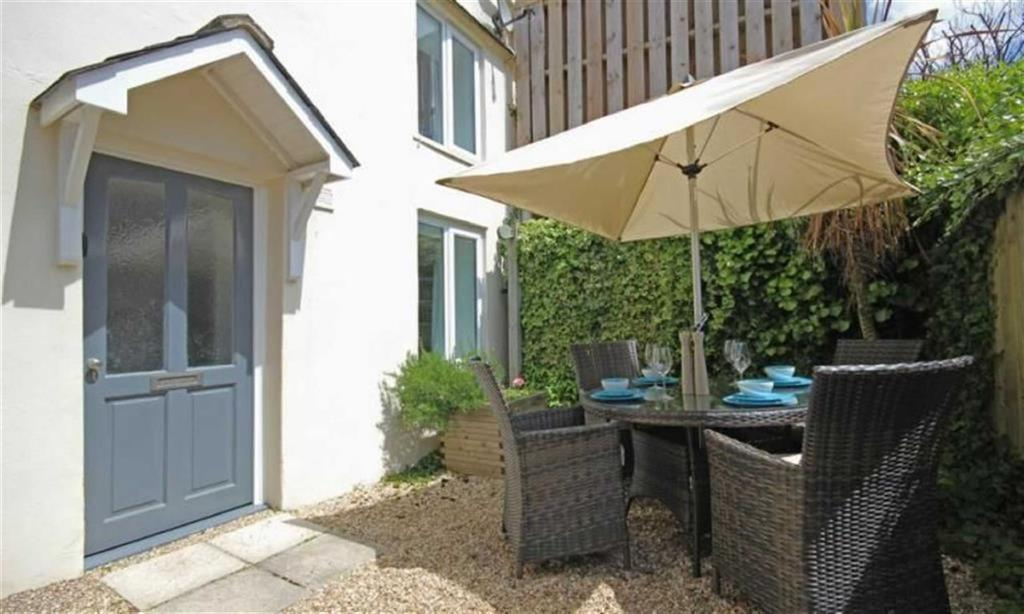 2 Bedrooms Apartment Flat for sale in Undercliffe, Dartmouth, Devon, TQ6