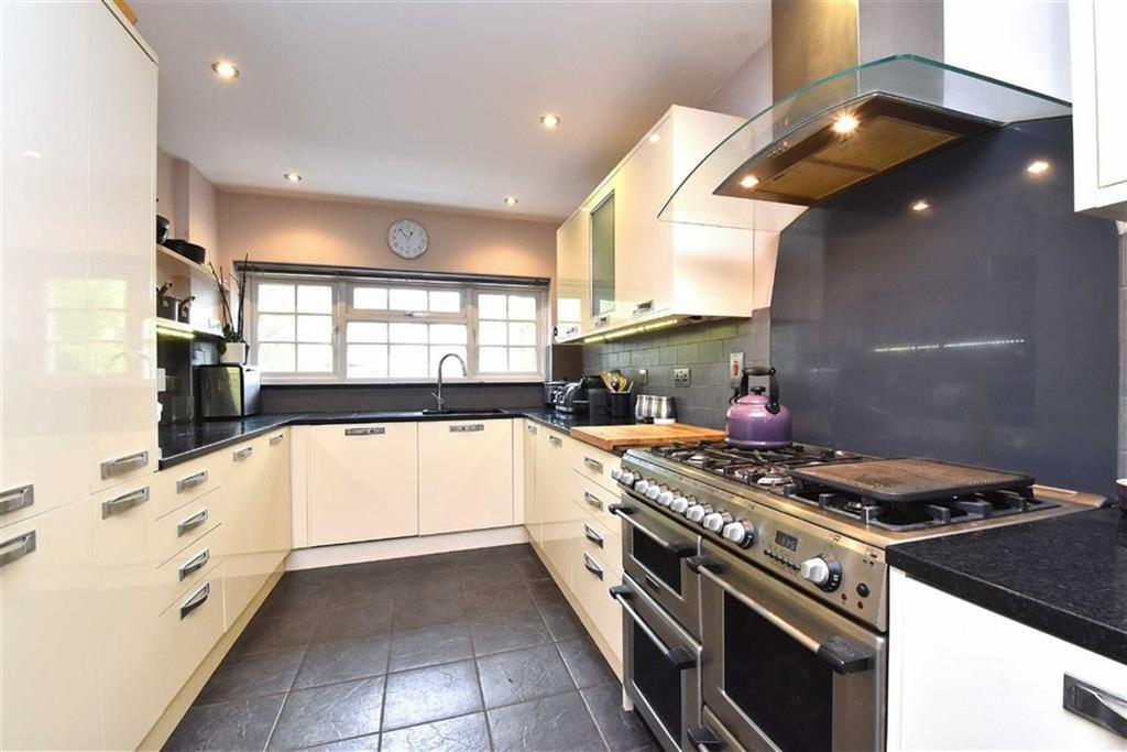 3 Bedrooms End Of Terrace House for sale in Spencer Road, Bromley, Kent