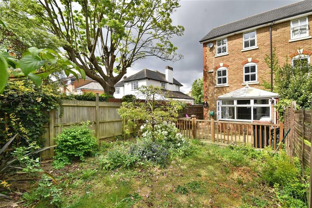 Spencer road bromley kent 3 bed end of terrace house for for Terrace house full episodes