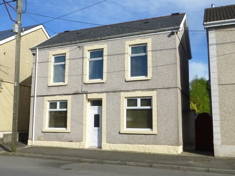 3 Bedrooms Detached House for sale in 4 Station Road, Ammanford, Carmarthenshire. SA18 2DB