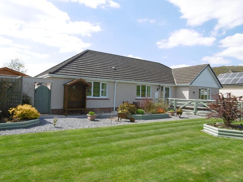 4 Bedrooms Bungalow for sale in 3 Parc Annell , Crugybar, Llanwrda, Carmarthenshire.