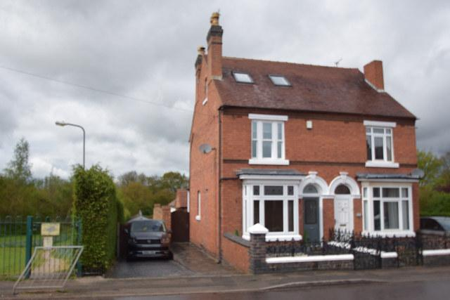 3 Bedrooms Semi Detached House for sale in Station Street,Cheslyn Hay,Walsall