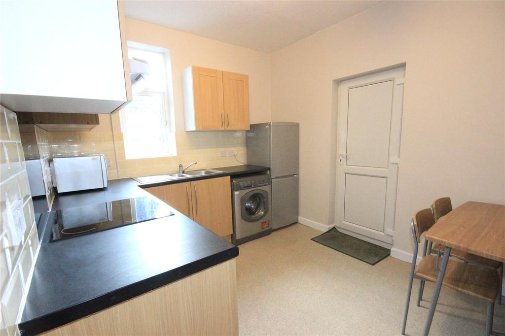 3 Bedrooms Apartment Flat for rent in Cinderford Apartments, Cinderford Close, Southmead, Bristol, BS10