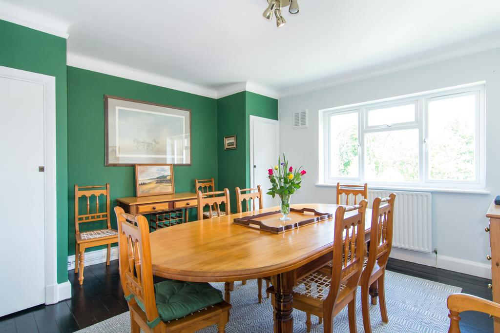 3 Bedrooms Flat for sale in Helena Court, Eaton Rise, Ealing