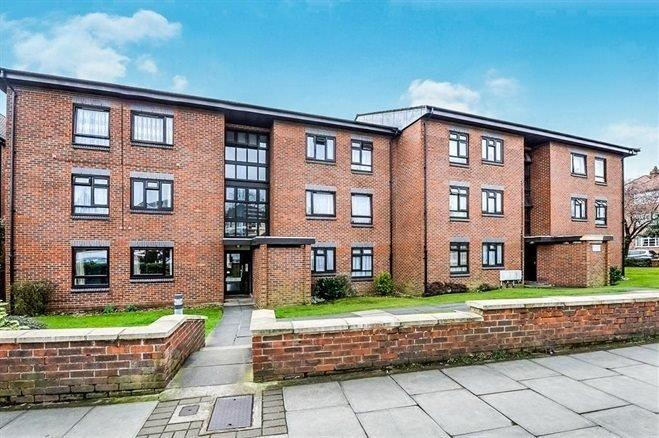 3 Bedrooms Flat for sale in Whitefriars Court, West Finchley