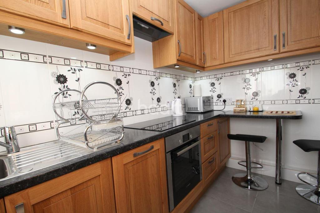 1 Bedroom Flat for sale in Rowland Court, Canning Town