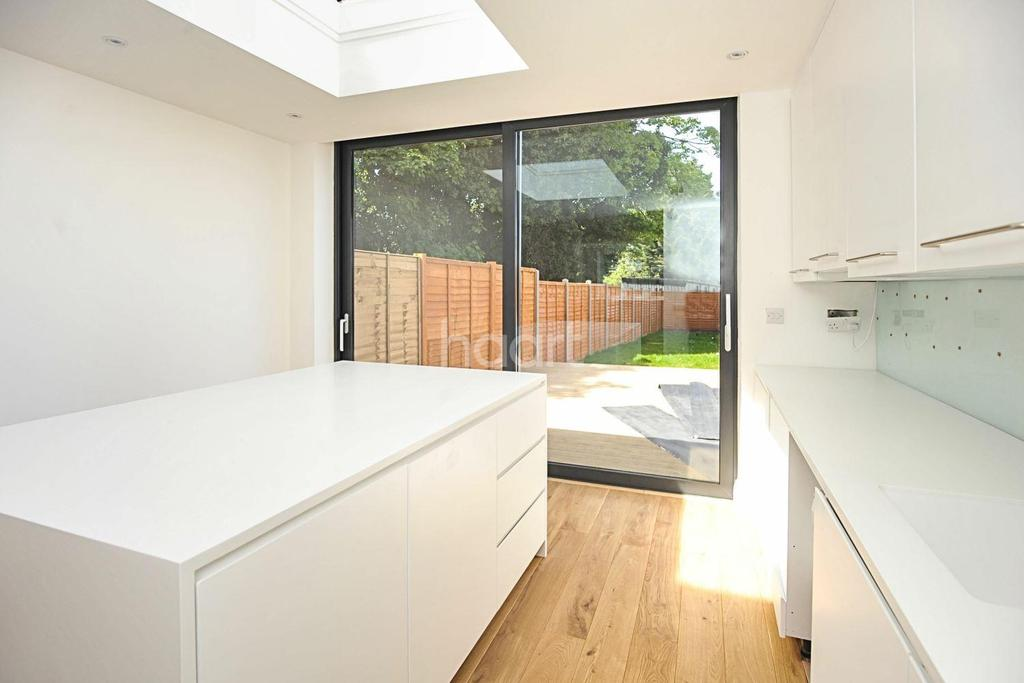 3 Bedrooms Terraced House for sale in Garth Road, NW2