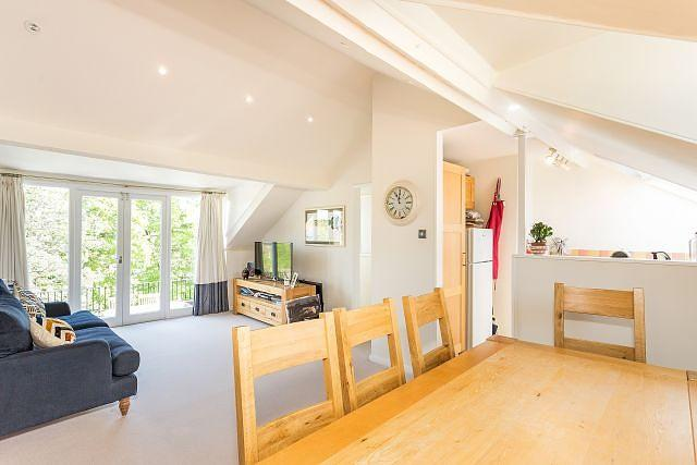 2 Bedrooms Flat for sale in Gauden Road, SW4