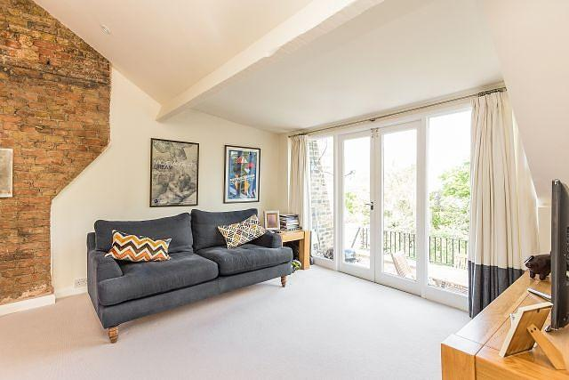 2 Bedrooms Flat for sale in Gauden Road, SW4