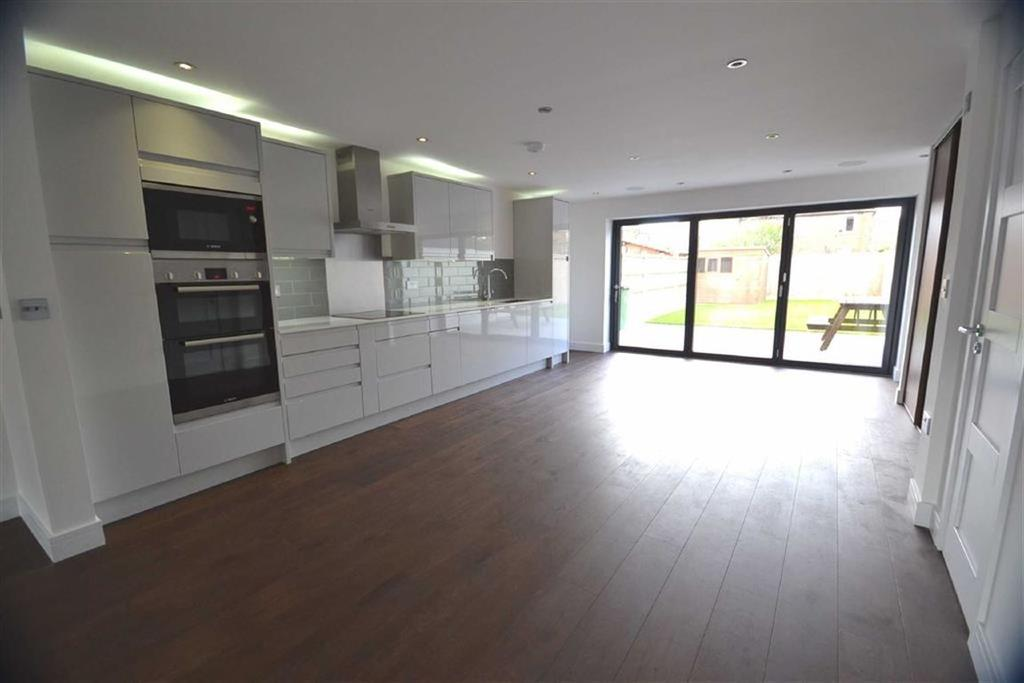 4 Bedrooms End Of Terrace House for sale in Kenilworth Close, Borehamwood