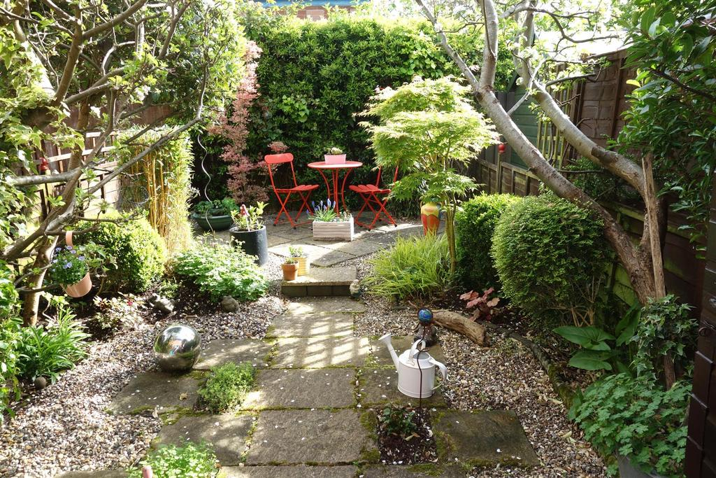 2 Bedrooms Terraced House for sale in Woodland Drive, Penarth