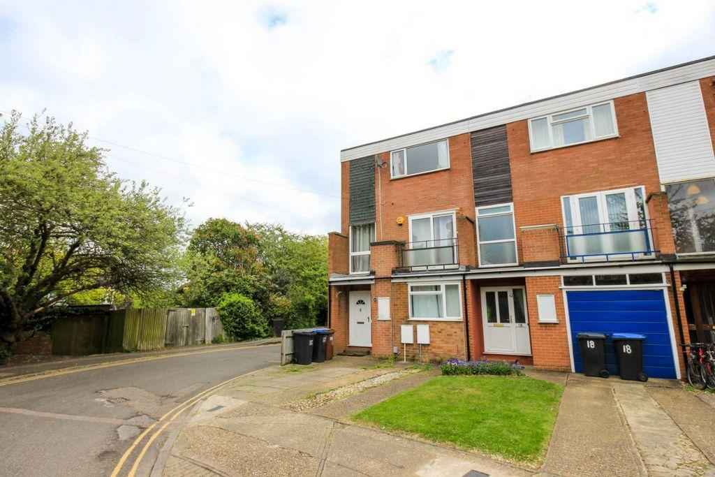 4 Bedrooms Town House for sale in Bull Stag Green, Hatfield, AL9