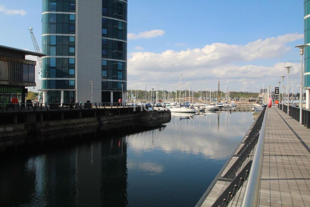 2 Bedrooms Flat for sale in The Wharf, Chatham