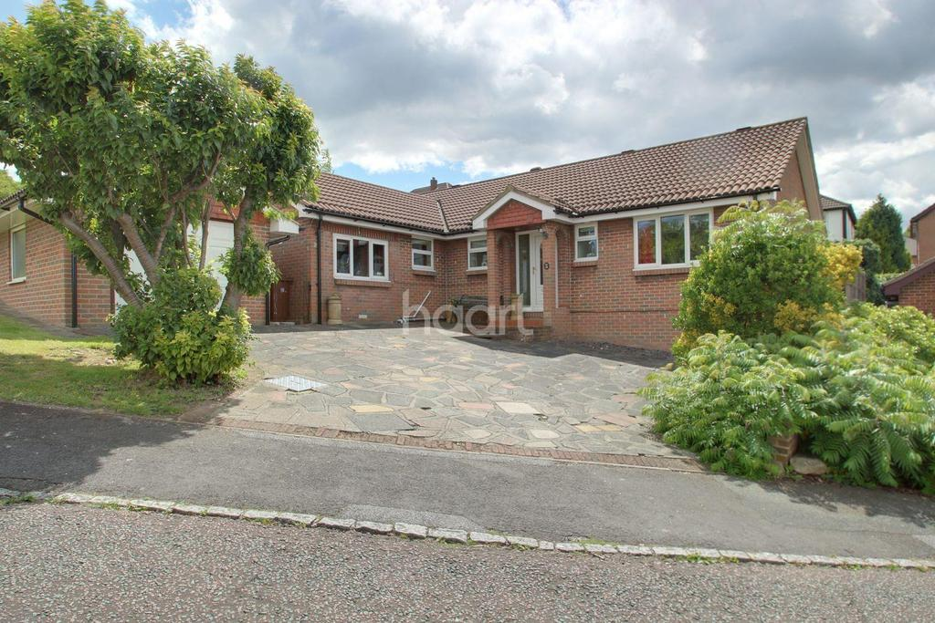4 Bedrooms Bungalow for sale in Barleymow Close, Walderslade