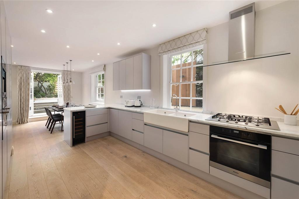 3 Bedrooms Flat for sale in Malvern Court, Onslow Square, London