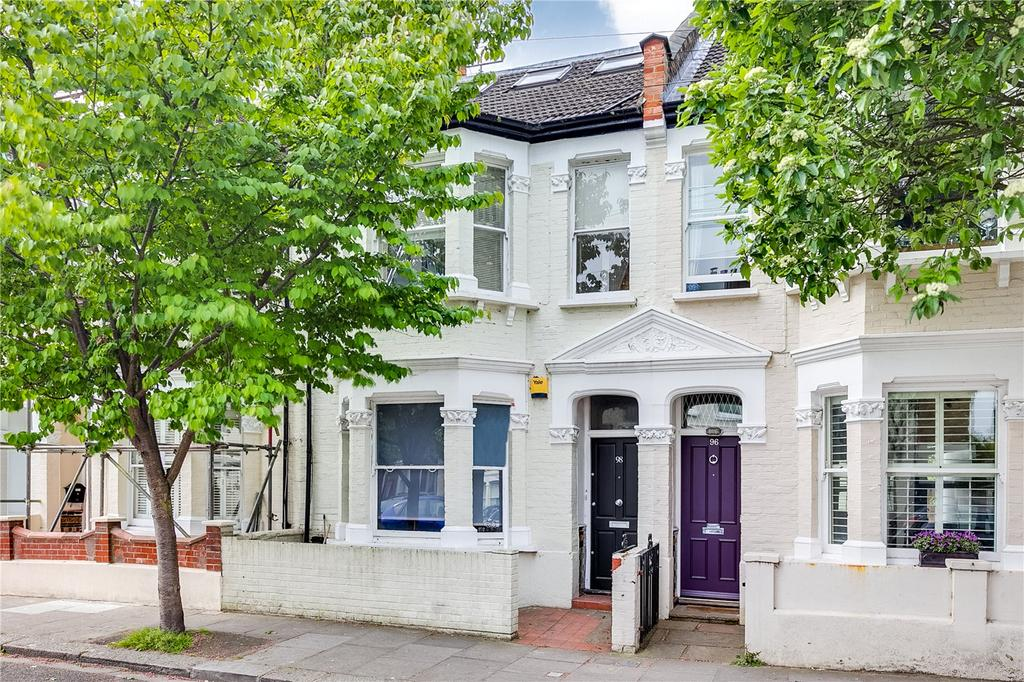 2 Bedrooms Flat for sale in Bronsart Road, Fulham, London