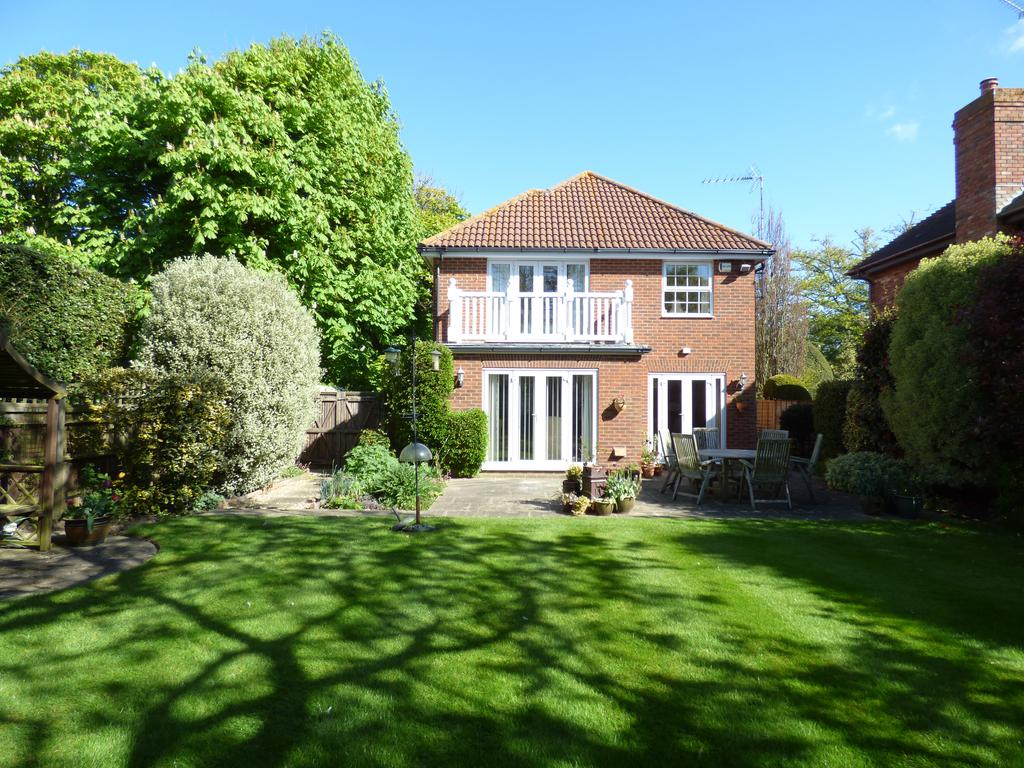 4 Bedrooms Detached House for sale in The Drive, Craigweil-on-Sea, Bognor Regis PO21