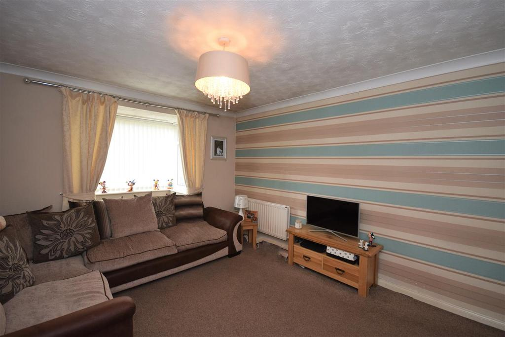 3 Bedrooms Semi Detached Bungalow for sale in Baulkham Hills, Penshaw, Houghton Le Spring