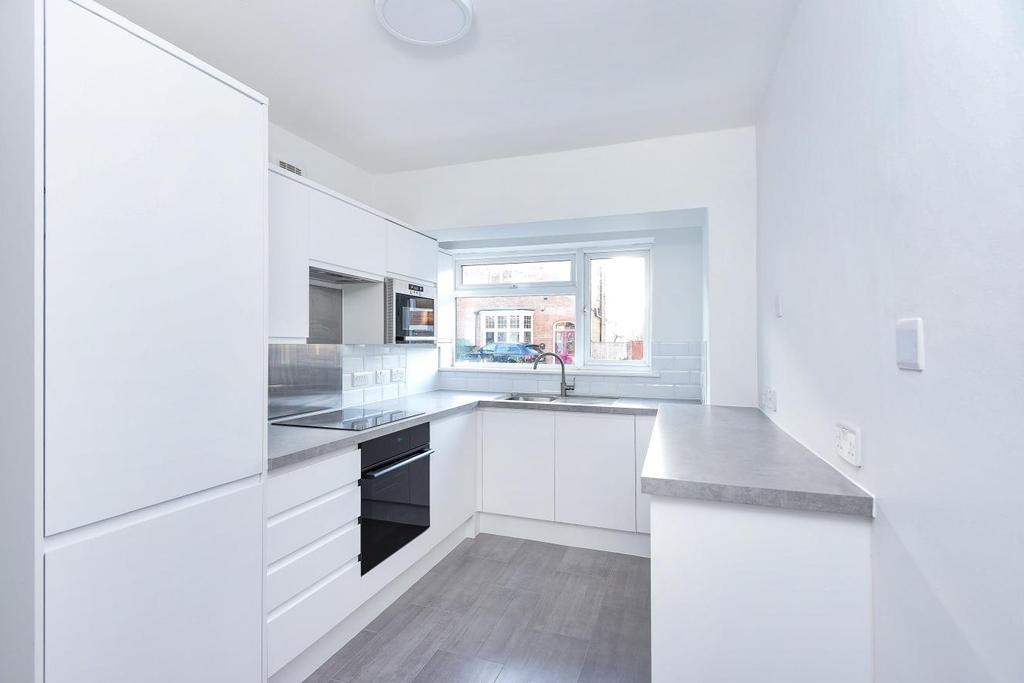 1 Bedroom Flat for sale in The Avenue, Bickley