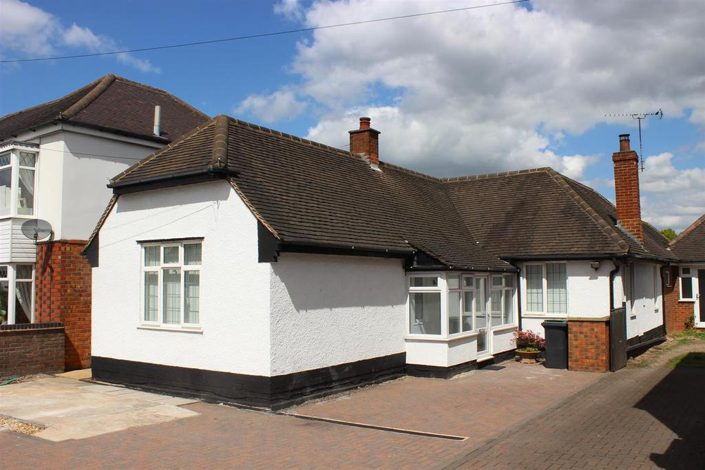 3 Bedrooms Detached Bungalow for sale in Watling Street, Grendon, Tamworth