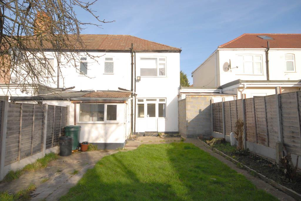 3 Bedrooms Terraced House for sale in St. Barnabas Road, Mitcham, CR4