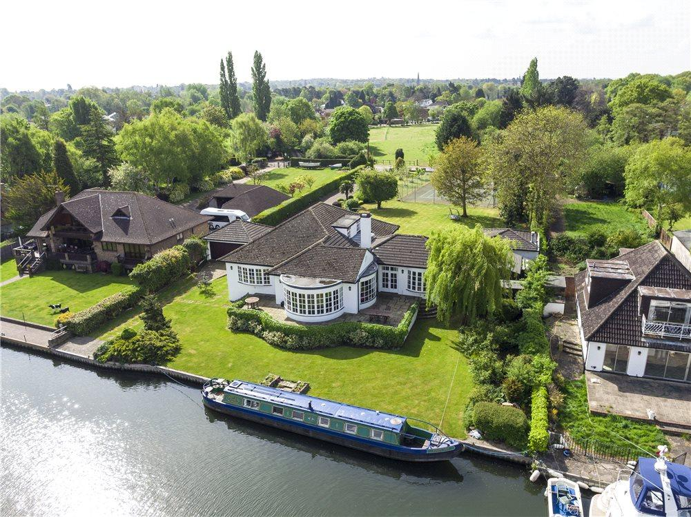 4 Bedrooms Detached House for sale in Hamm Court, Weybridge, Surrey, KT13