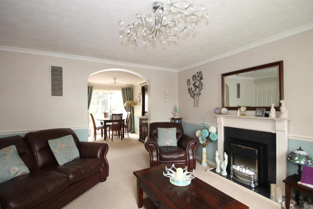 3 Bedrooms End Of Terrace House for sale in Wheatsheaf Close, Horsham