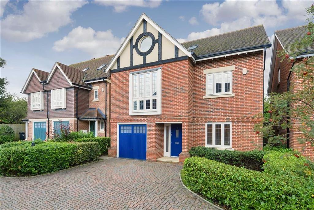 4 Bedrooms Detached House for sale in Poplar Close, Epsom Downs, Surrey