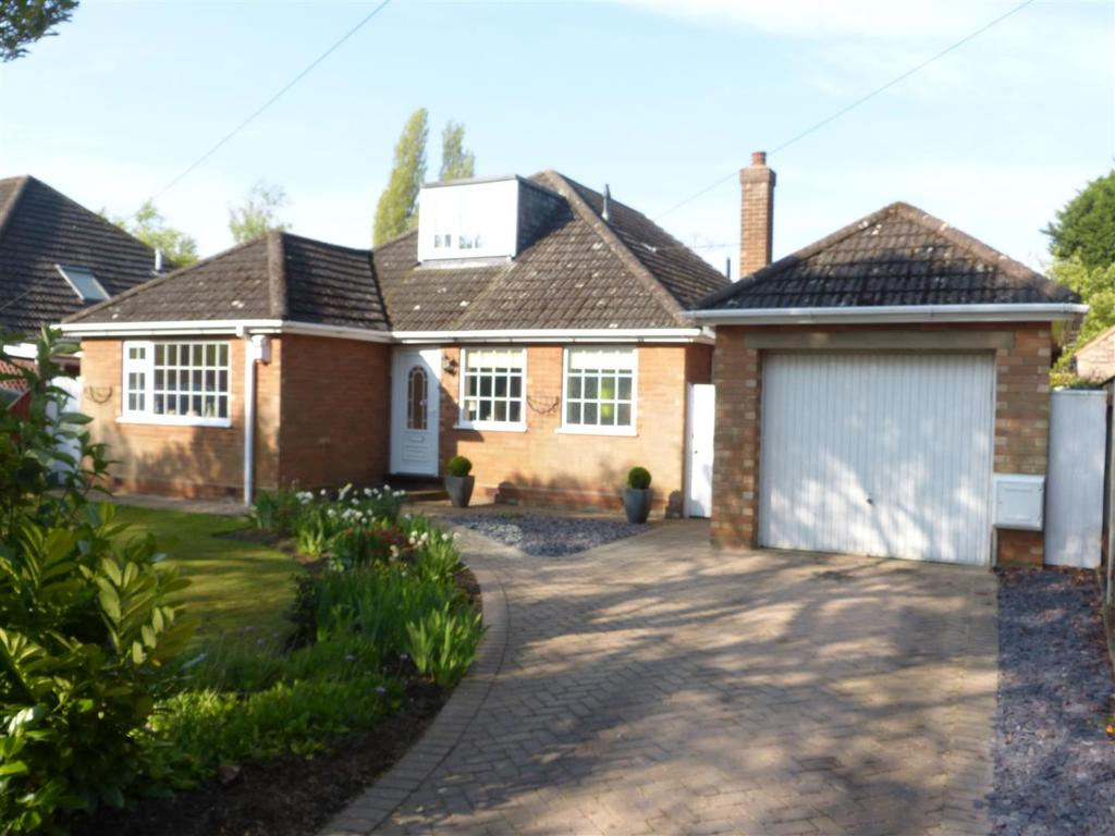 5 Bedrooms Bungalow for sale in Enfield Avenue, New Waltham, Grimsby