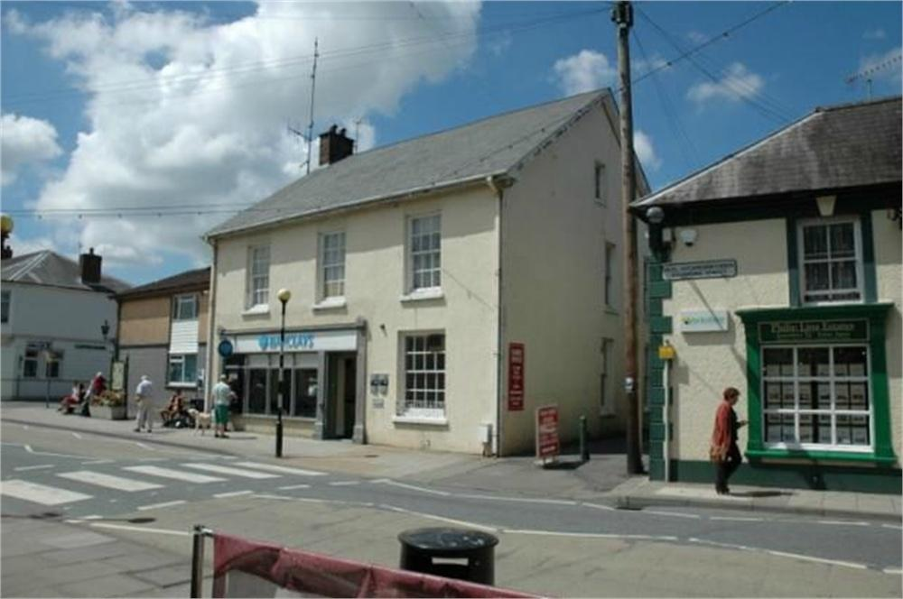 4 Bedrooms Flat for sale in Cawdor Terrace, Above Barclays Bank, Newcastle Emlyn, Carmarthenshire
