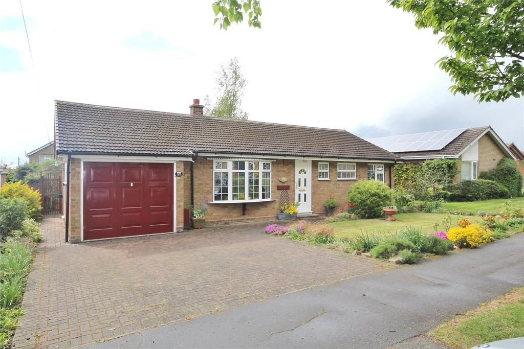 3 Bedrooms Detached Bungalow for sale in Highfield Road, Saxilby, LN1