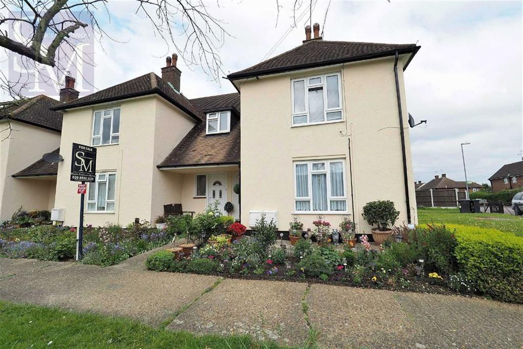2 Bedrooms Flat for sale in Thaxted Road, Buckhurst Hill, Essex