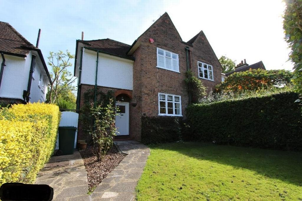 3 Bedrooms Semi Detached House for sale in Erskine Hill, Hampstead Garden Suburb, NW11